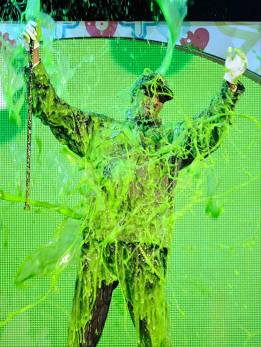 /nick-assets/blogs/images/kids-choice-awards/snoop-dog-getting-slimed-kids-choice-awards.jpg