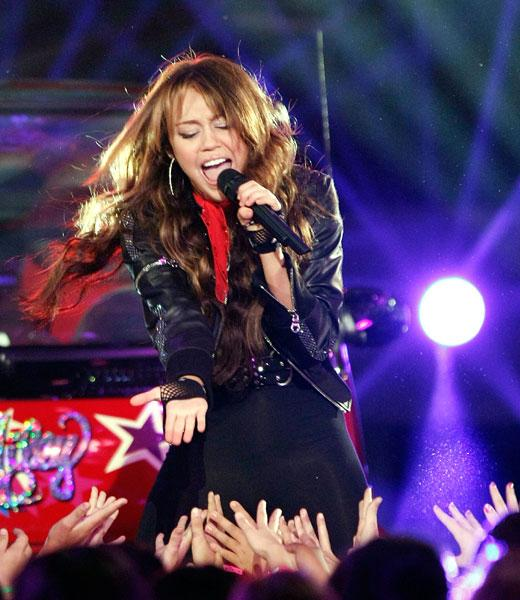 /nick-assets/blogs/images/kids-choice-awards/top-5-performances-miley.jpg