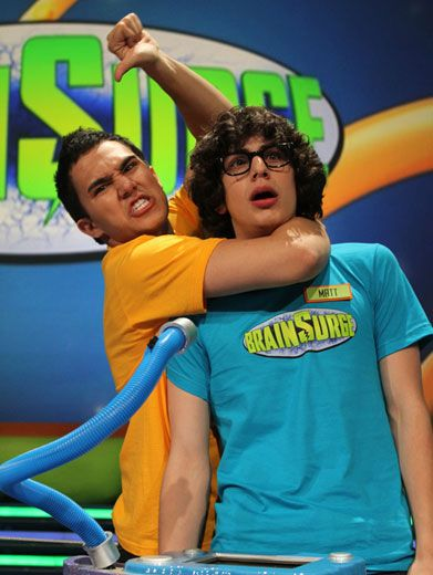 Big Time Headlock|Matt Bennett is getting attacked by a brainy BTR boy band bully! Knock it off Carlos!