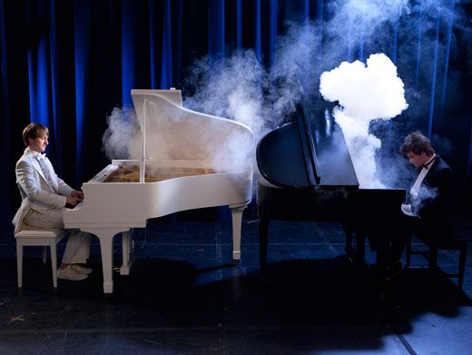 Movie Melody|Fred plays out a grand finale tune on (what else?) a grand piano!