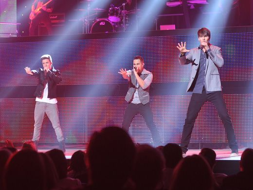 Performance Pit Stop|For BTR, the show never stops! The guys took a break from their tour performances to give a little concert for the crowd at the Upfront!
