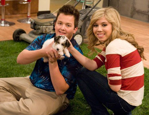 Pet on Set|It looks like the iCarly cast found their new set mascot. Awww! Isn't he adorable?