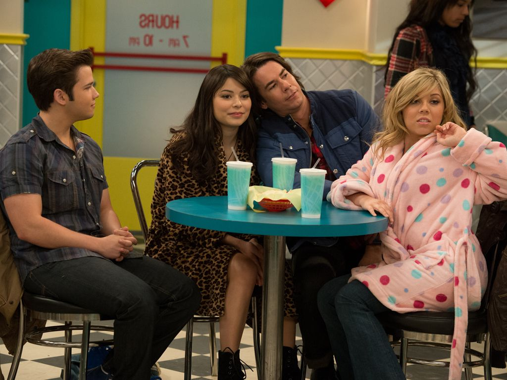 Bathrobe Buddies|The iCarly girls hang out in the most comfy clothing imaginable: the bathrobe.