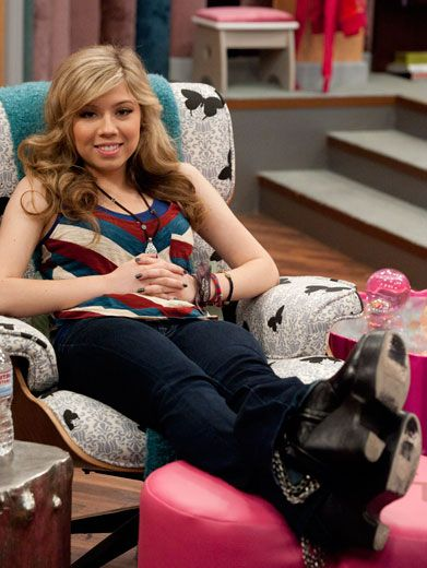 Time to Recline|Jennette lays back for some R&R between takes. Playing Sam Puckett is hard work!