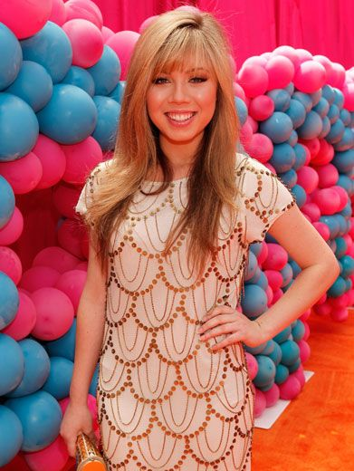 Jennette in Jewels|Jennette McCurdy was all glammed up for this party premiere. Look at her beautifully bedazzled dress and handbag! This girl's got super style.