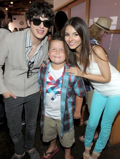 Mini Munck|Victoria Justice and Matt Bennette snapped a quick pic with the oh-so-cute mini Munck, Ethan!