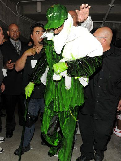 Clean Up On Aisle Snoop!|Snoop Dogg grabbed a towel backstage after getting completely coated in green glob.