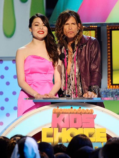 Pioneer Presenters|Miranda Cosgrove and Steven Tyler were the first to present an award. And they kicked off the show without a hitch!