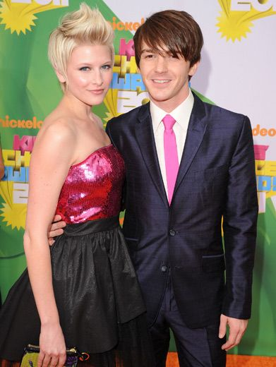 Matching Pair|Paydin Lopachin and Drake Bell were pretty in pink at the 2011 KCAs!