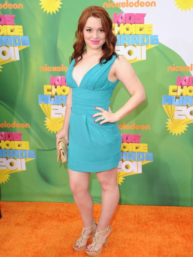 Stone Cold Cutie|Jennifer Stone's teal dress paired with hot pink lips was def a stunner!