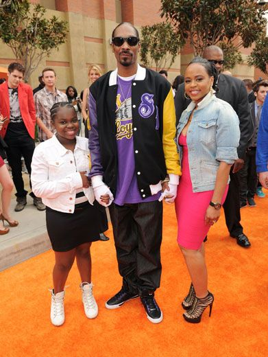 The Snoop Troop|Snoop Diggity Dogg rolled up to the KCAs family style with his wife and adorable daughter. Awww, how cute!