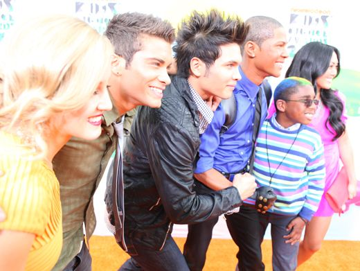 KCA 2012: Power Rangers Super Samurai|When not fighting off evil monsters, the cast of Power Rangers Super Samurai like to hang with their fans on the Orange Carpet. Even super heroes deserve a break!