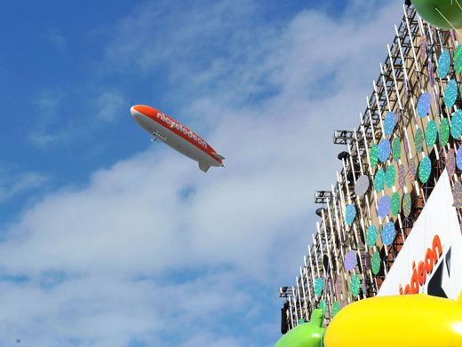 KCA 2012: Big Willie Style|Host Will Smith hovers high above the Orange Carpet action in a blimp that Jeff Sutphen called