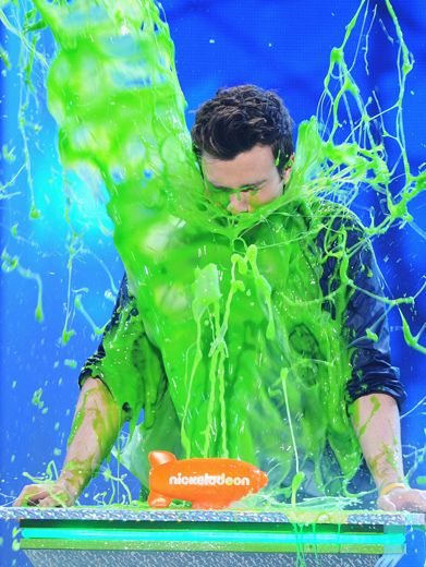 KCA 2012: Chris Colfer Gets Slimed!|Just before Chris Colfer got gooped, Heidi Klum warned him not to trust anybody at the KCAs.