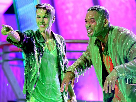 KCA 2012: The Bieb & The Blob|Justin Bieber and Will Smith try to find the crowd after getting slimed back to the stone age.