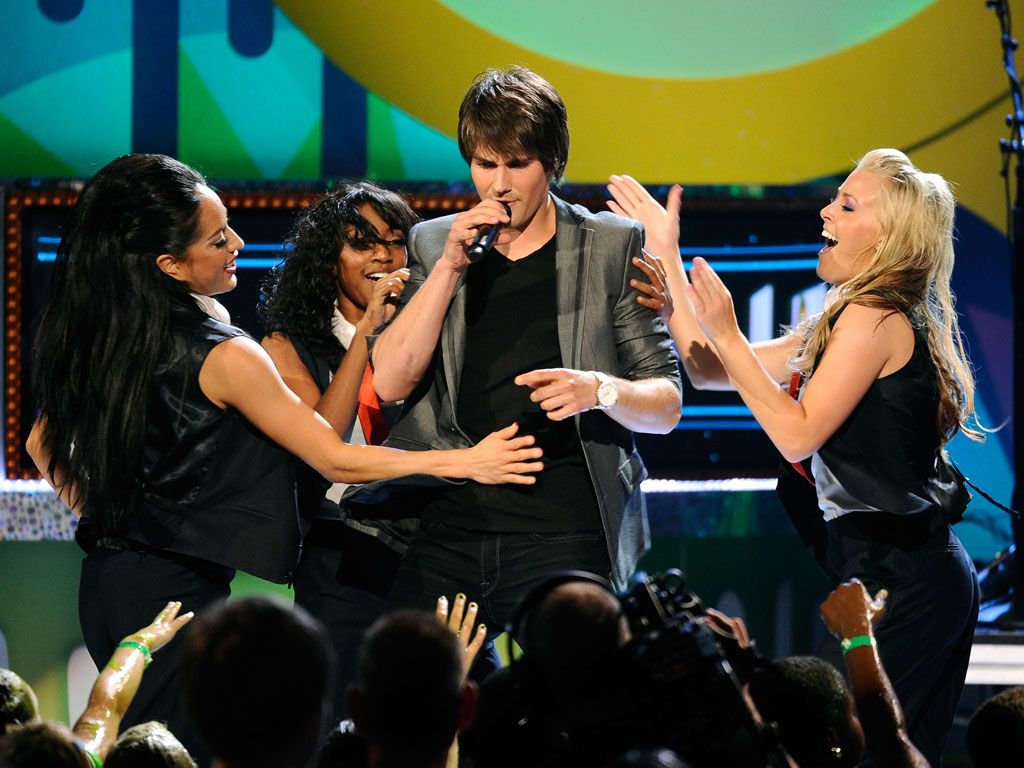 BTR Perfomer Just Wants To Dance|It's okay James. Those girls just want to dance back.