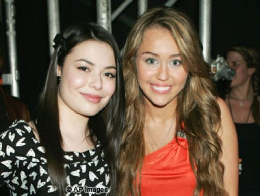 Miranda Cosgrove & Miley Cyrus|Fave TV Actress nominees Miranda & Miley behind-the-scenes.
