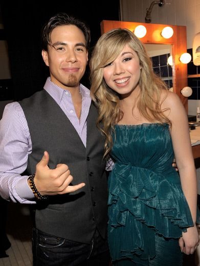 Apolo Ohno & Jennette McCurdy|Olympic skating sensation Apolo Ohno and spectacular iCarly spazz Jennette McCurdy hang loose at the KCAs.