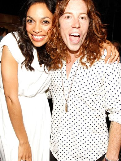 Rosario Dawson & Shaun White|The ultra cool Favorite Movie Actor presenters kick it backstage, making a very vibrant pair.