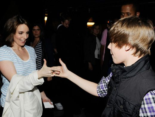 Tina Fey & Justin Bieber|Wha?! Liz Lemon and The Bieb have a secret handshake? When did they possibly find the time? Amazing!