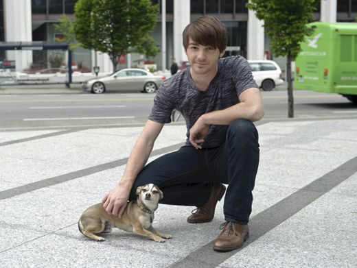 Drake & Dog|We can't decide which of these Rags stars is cuter, Drake Bell or his adorable puppy!