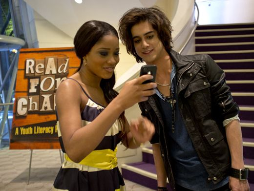 Mobile Media|Avan and Keke catch something funny on her phone, wonder what it is?