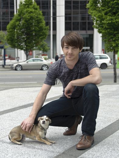 Drake and Dog|Drake Bell features as Kadee's super chill roadie! Also featured is his adorable canine companion!