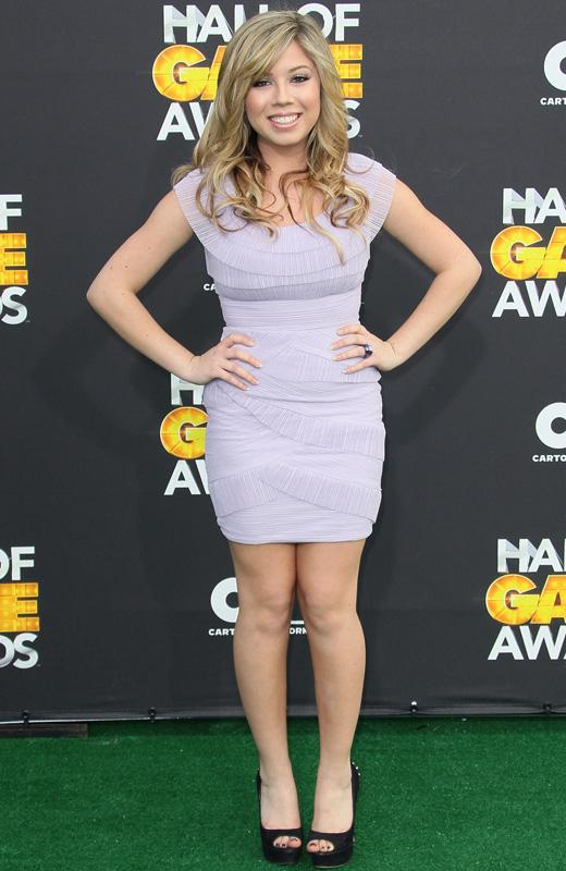 /nick-assets/shows/images/star411/blogs-2/jennette-hall-of-games-1.jpg