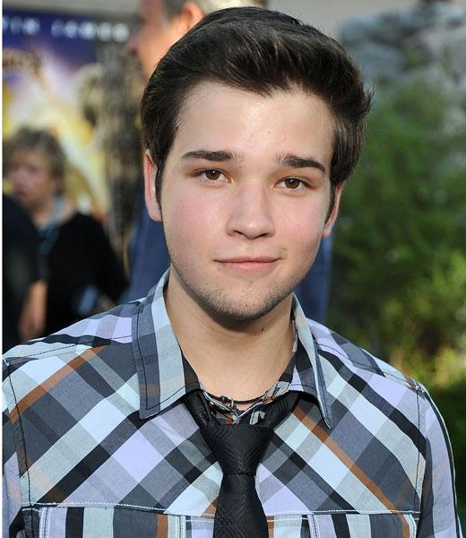 /nick-assets/shows/images/star411/blogs/images/nathan-kress-zookeeper-premiere.jpg