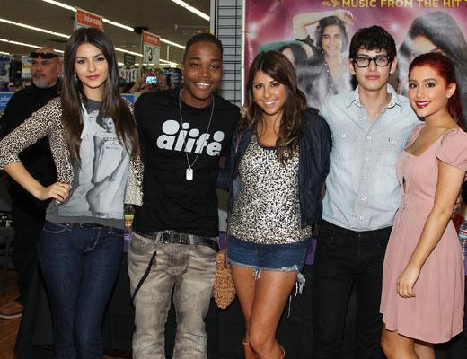 /nick-assets/shows/images/star411/blogs/images/victorious-album-signing-1.jpg