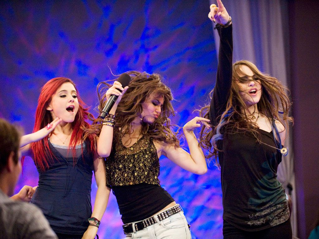 Glamour Girls|Cat, Tori and Jade let their down and rock out hard at karaoke.